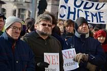 Demonstrace proti průzkumu a těžbě břidlicových plynů.