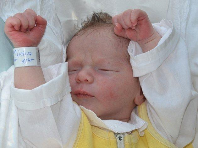 SÁRA ŠOLÍNOVÁ se narodila 20. srpna 2015 v 11.45 hodin s váhou 3080 gramů a délkou 49 centimetrů. S maminkou Lenkou a tatínkem Markem bydlí v obci Zbečník, kde se na sestřičku těší sourozenci Honzík a Míša.