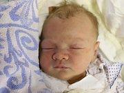 ADAM JIROUŠEK z Náchoda je na světě! Chlapeček se narodil 6. března 2018 v 5,57 hodin a jeho míry byly 3780 gramů a 50 centimetrů. Ze svého prvního děťátka se radují rodiče Michaela Nováková a Jan Jiroušek.