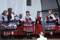 Návštěvníci si na Koupálu Broumov užili baletní vystoupení tanečníků ze ZUŠ Broumov a folklórní tance z polské Nowé Rudy.