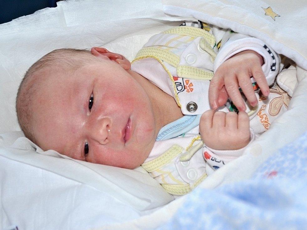 JAN ZOLMAN ze Semonic je prvním děťátkem šťastných rodičů Zuzany Prokopové a Jana Zolmana. Chlapeček se narodil 20. září 2017 v 17.52 hodin a jeho míry byly 3065 gramů a 48 centimetrů.