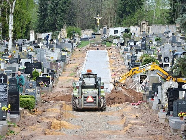 Obnova zeleně na hřbitově ve Starém Městě.