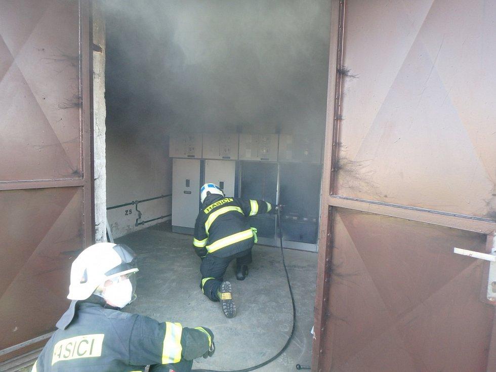 Požár trafostanice ve Vysokově.