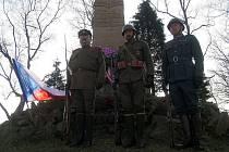 Den válečných veteránů u památníku na Dobrošově.