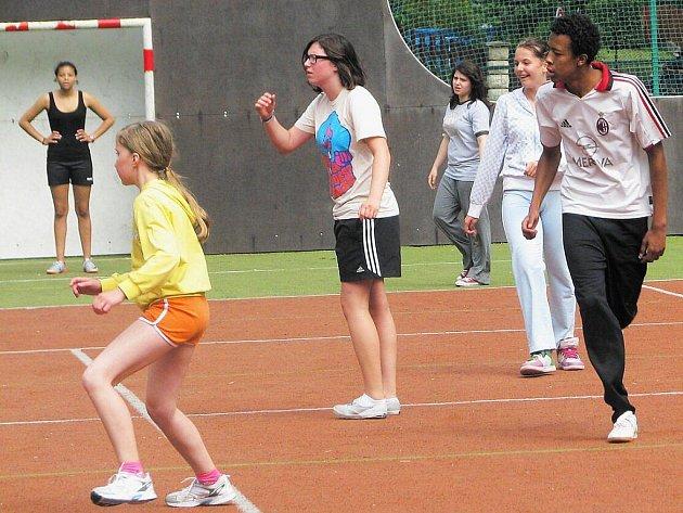 Švýcarští žáci prožili dny plné sportu na Náchodsku.