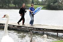 Modelářský klub Náchod uspořádal u rybníku Brodský víkendový podzimní sraz.