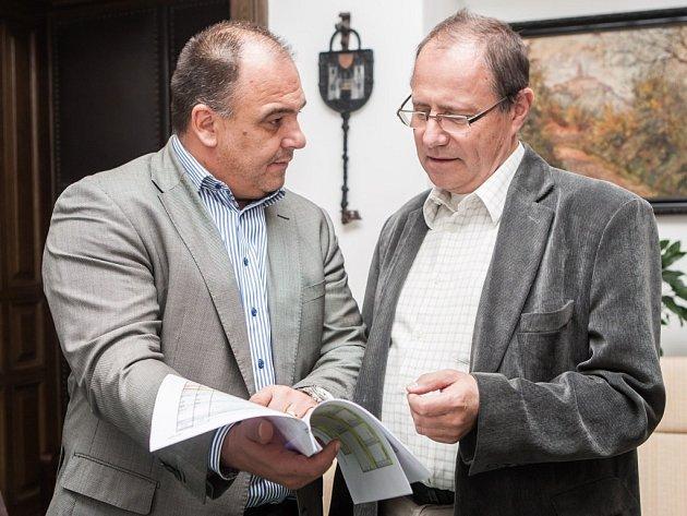 Starosta Náchoda Jan Birke (vlevo) spolu s místostarostou Tomášem Šubertem.