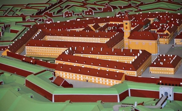 VLADIMÍR JIROUŠ pracuje vareálu Bastionu IV už čtvrtým rokem na rozsáhlém modelu pevnosti Josefov.