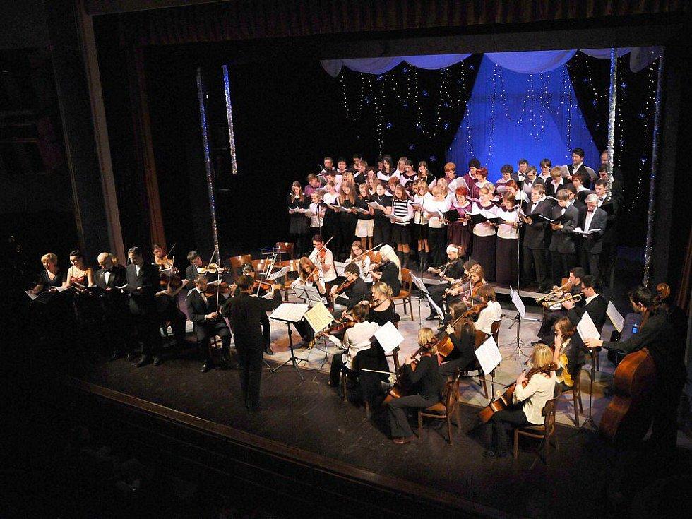 Vánoční koncert v Jiráskově divadle v Hronově.