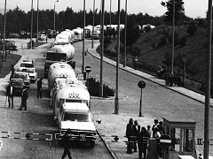 ROK 1975 a kolona amerických důchodců, kteří se ve velkých karavanech vydali do Moskvy a zpět.