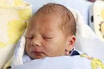MATĚJ ŠKODA je z Trutnova. Chlapeček se narodil 11. října 2017 v 01,43 hodin. Jeho míry byly 3590 gramů a 52 centimetrů. Ze svého prvního děťátka se radují rodiče Šárka a Jáchym Škodovi.