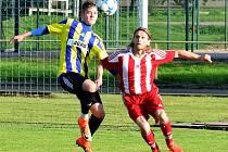 NOVÁČEK fotbalové I. B třídy, SK Česká Skalice (ve žluto-modrém), zakončil podzim na druhé příčce.