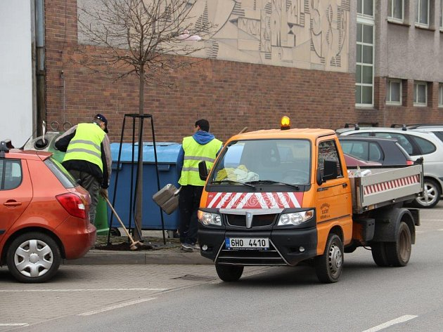 Jarní úklid: nepořádek mizí z centra, ulic, sídlišť i cyklostezek