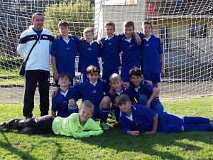 OKRESNÍ fotbalový výběr Náchoda kategorie U11 vstoupil do nové sezony třetím místem na turnaji ve Rtyni v Podkrkonoší. Výběr U12 odstartoval sezonu vítězstvím na turnaji v Úpici.