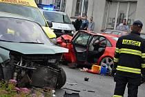 V sobotu 17. června po páté hodině odpoledne došlo na silnici v Náchodě - Bělovsi, hned vedle budovy pekárny, k dopravní nehodě dvou osobních automobilů a vozidla zdravotnické záchranné služby. Jednoho z řidičů musel transportovat vrtulník do královéhrade