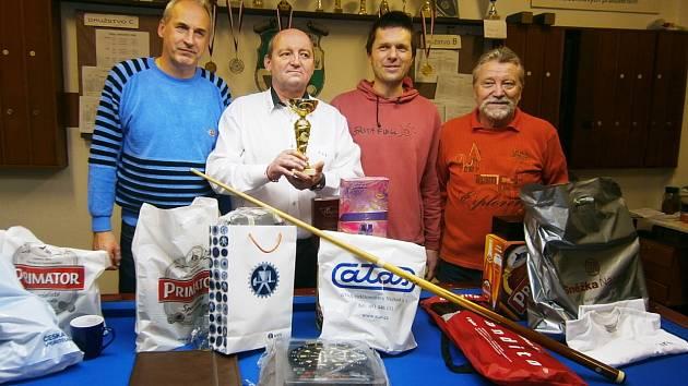 NEJLEPŠÍ ČTVEŘICE. Na snímku jsou zleva nakonec druhý Libor Ciasto, vítězný Milan Strnad, třetí Radek Sedláček a čtvrtý Jiří Hanuš.
