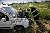 """U Nahořan se střetli dva """"Italové"""" - dodávka Iveco s Fiatem. Střet si vyžádal jedno zranění."""