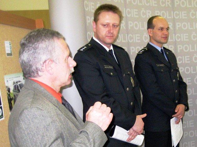 Ředitel Dopravního inspektorátu Náchod Miroslav Prouza (uprostřed).