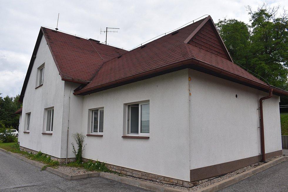 Nový dům dům stojí v klidné části města. Foto: Deník/Jiří Řezník