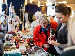 Tradiční prodejní výstava Čas zvonků vánočních se opět konala v novoměstském Kině 70.
