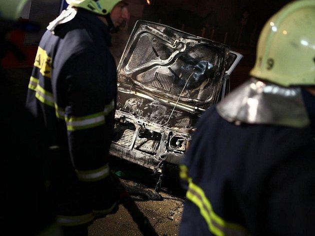 Požár automobilu.