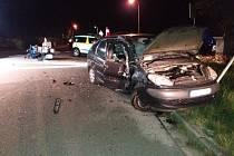 Tragická nehoda osobního auta a motorky v Červeném Kostelci