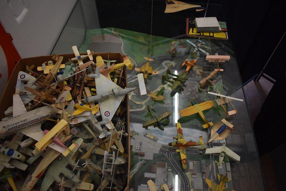 Muzeum papírových modelů darem získalo téměř 5500 modelů letadel. A všechny jsou dílem jednoho jediného modeláře - Václava Šnobla, který je lepil téměř půl století.