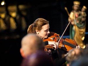 Třetí festivalové zastavení si přišlo vychutnat na 279 posluchačů z různých koutů republiky. Díky štědrosti festivalových návštěvníků se tentokrát v kasičkách, do nichž se vybírá dobrovolné vstupné, sešlo necelých dvacet tisíc korun.