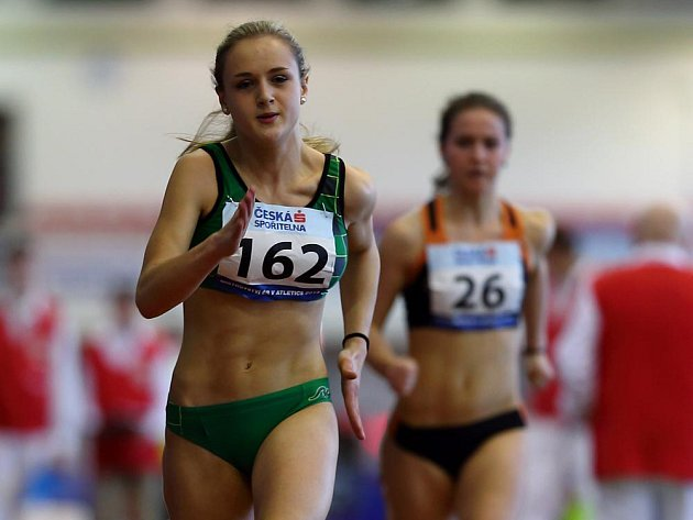Dorostenka Tereza Škodová (číslo 162) překonala časem 58,46 19 let starý halový krajský rekord šestnáctiletých dorostenek.