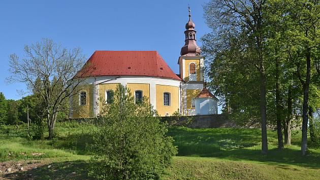 Venkovské kostely na Broumovsku jsou významnými architektonickými památkami. Jednotlivě jdou evidovány v Ústředním seznamu kulturních památek, ale svatostánky vznikly jako ucelený soubor venkovských farních kostelů spojených obdobím vzniku i osobností zad
