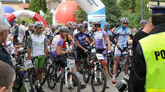 POSLEDNÍ okamžiky před startem letošního ročníku etapového závodu horských kol Sudety MTB Challenge.