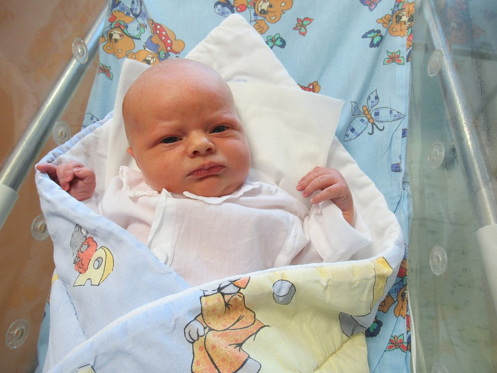 Daniel je na světě! Narodil se v pondělí 20. dubna 2020 v 04:22 hodin. Byl to kluk jako buk. Měl 4,12 kg a 52 cm.