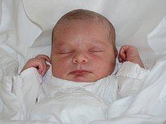 KAROLÍNA BABKOVÁ se narodila 9. srpna 2012 ve 3:52 hodin s váhou 3255 gramů a délkou 50 centimetrů. S rodiči Nikol a Kamilem a se sourozenci Kubíčkem (4 roky) a Terezkou (6 let), mají domov v Náchodě.