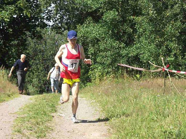 Ochuzeni o nejlepší závodníky budou pořadatelé i diváci, neboť ve stejném termínu se běží také ME v běhu do vrchu, kde se představí i závodník Maratonstavu Úpice Petr Pechek.