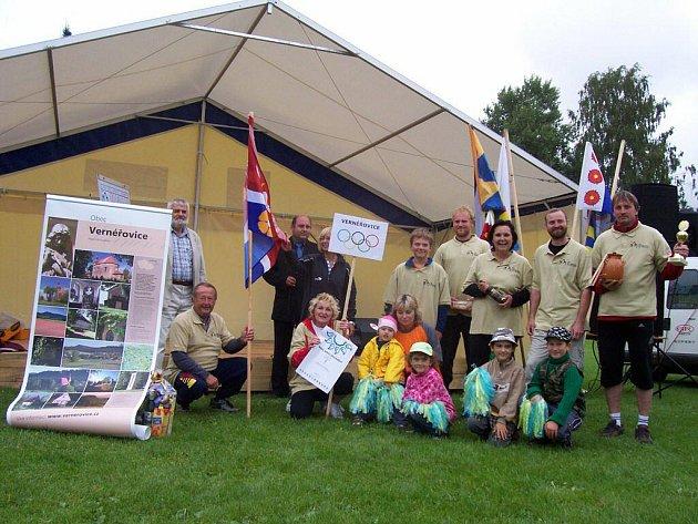Zástupci celkem 14 obcí a měst z Broumovska vytvořili takřka olympijskou atmosféru na božanovském hřišti, kde se konal II. ročník Malého letního dovádění. Nejlépe ze všech dováděly Vernéřovice.
