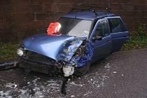 Střet osobního automobilu Ford Escort s traktorem ve Vernéřovicích.