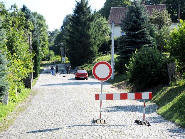 Oprava silnice ve Vysoké Srbské.