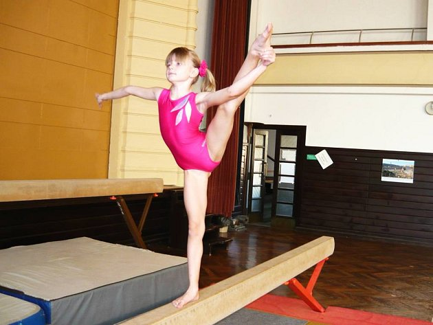 Nejmenším gymnastkám vládla v Bruntálu náchodská naděje Pavlína Vejrková.