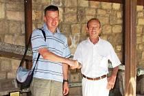 Mirek Brát (vlevo) s Bahadyrem Berkayou – vedoucím týmu podmořských archeologů z muzea v tureckém Bodrumu.