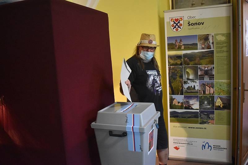 """Stanislavu Pitašovi vadí, že politické """"špičky"""" rozdělují zemi a spousta lidí chodí proto volit jen proti něčemu a ne pro něco."""