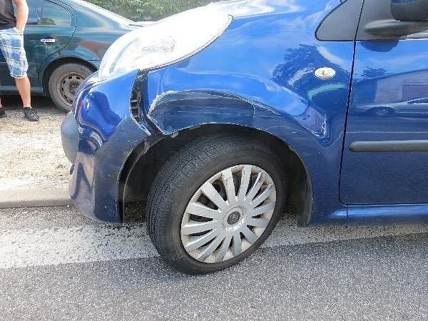 Nehoda v náchodské Broumovské ulici.