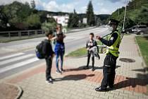 Hlavním smyslem preventivní akce je informovat chodce  na rizika, která plynou z nerespektování zásad správného přecházení pozemní komunikace a zábavnou interaktivní formou je poučit o tom, jak by se měli v silničním provozu chovat.