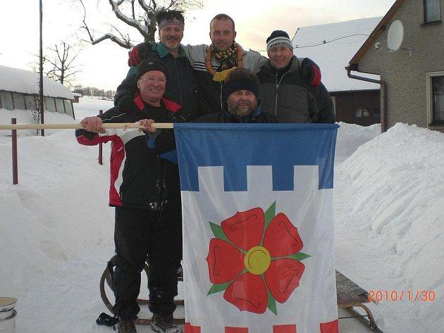 Vítězem závodů mužů se ve Vysoké Srbské stal Radek Svatoš, na jehož krku se také objevila hlavní cena, věnec vuřtů.