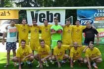 PREMIÉROVÝ ročník letního Hafnarfjordur cupu vyhráli hráli Cosa Nostra z Liberce, kteří ve finále přehráli 3:0 Poláky.