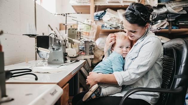 Hana Balcarová je velmi kreativní člověk. Momentálně pracuje na projektu nazvaném KlikBlik. Jde o dekorativní textilní osvětlení. Motivem je vlastní kresba žárovky, která je společníkem pro děti a slouží jako noční přisvícení.