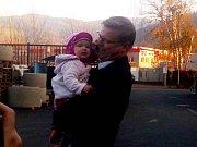 Pavel Bělobrádek dorazil k volbám s dcerou Maruškou