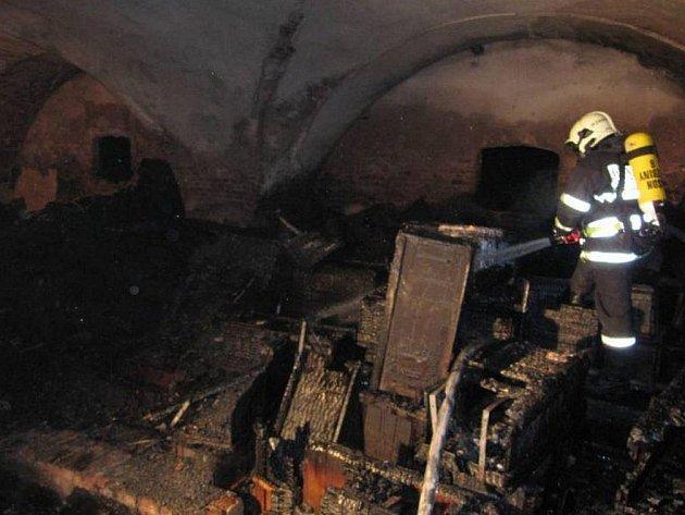 Po požáru bývalého muničního skladu v Jezbinách u Jaroměře.