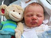 JAKUB ZEMÁNEK je z Velkých Petrovic. Narodil se 14. ledna 2018 v 5,48 hodin. Jeho míry byly 3560 gramů a 50 centimetrů. Z chlapečka se radují rodiče Jitka Mouchová a Tomáš Zemánek i tříletá sestřička Adélka.