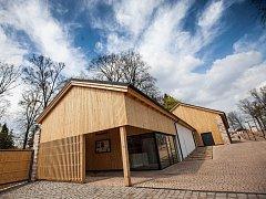 NOVÝ MULTIFUNKČNÍ SÁL Dřevník v areálu zahrady broumovského kláštera se stane dějištěm nové divadelní hry.