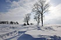 Takto již letos  jednou byla zasněžená silnice mezi Broumovem a Martínkovicemi.